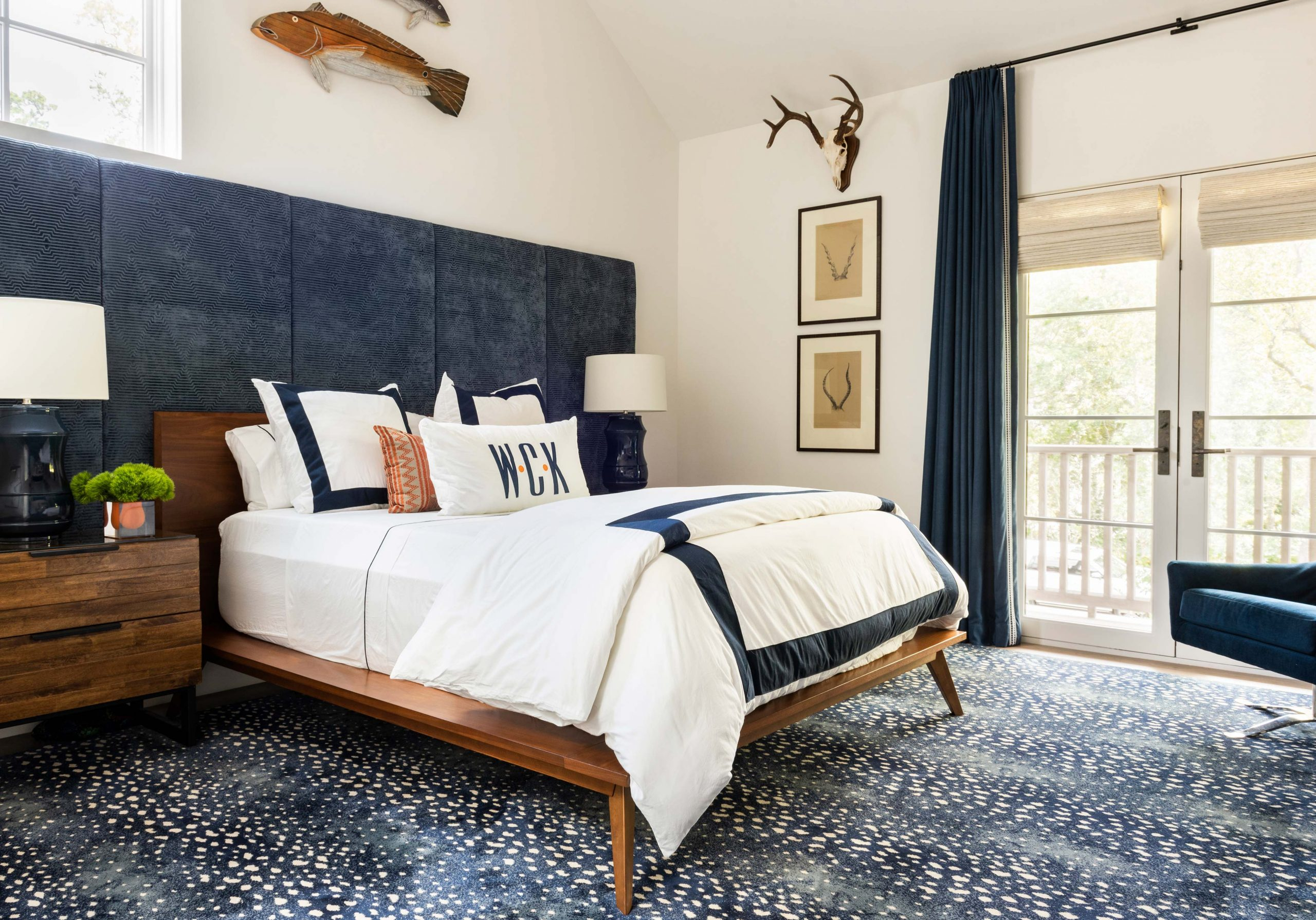 kids blue and white bedroom with hunting theme - Creative Tonic