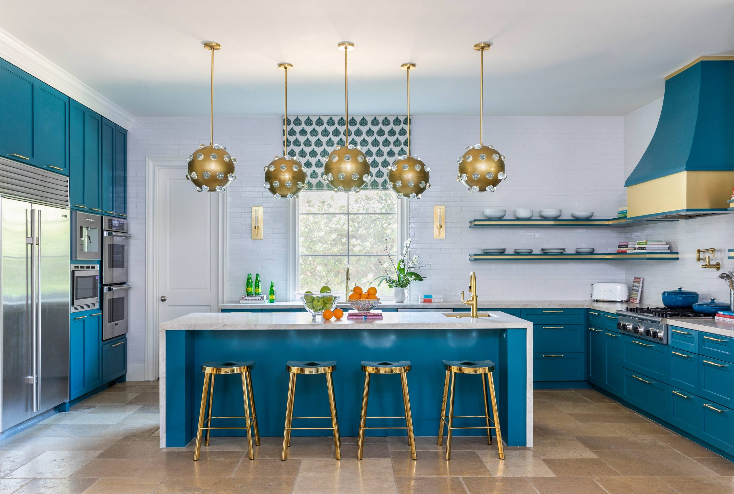 blue and white kitchen with brass finish - Creative Tonic