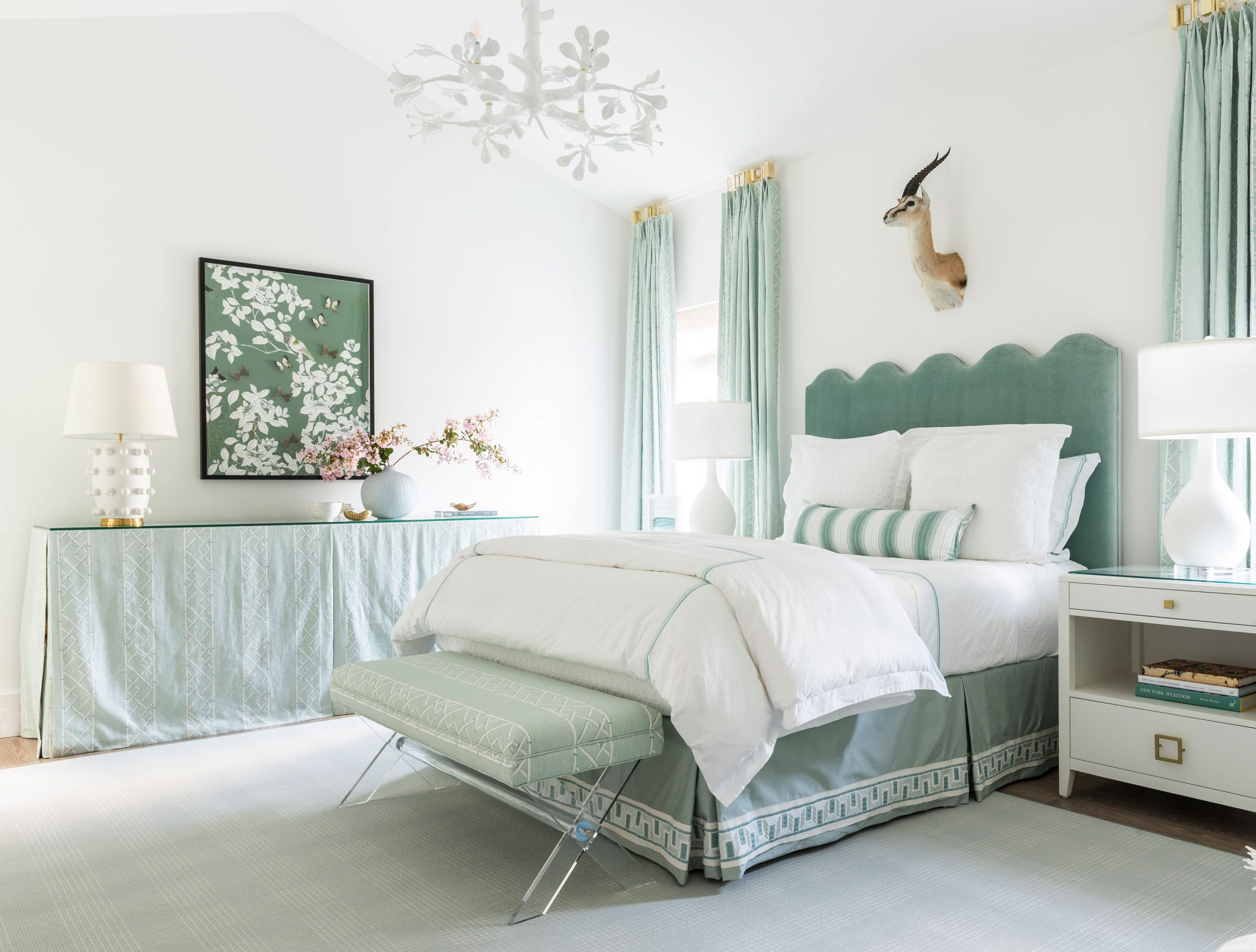 Green and White Bedroom Creative Tonic