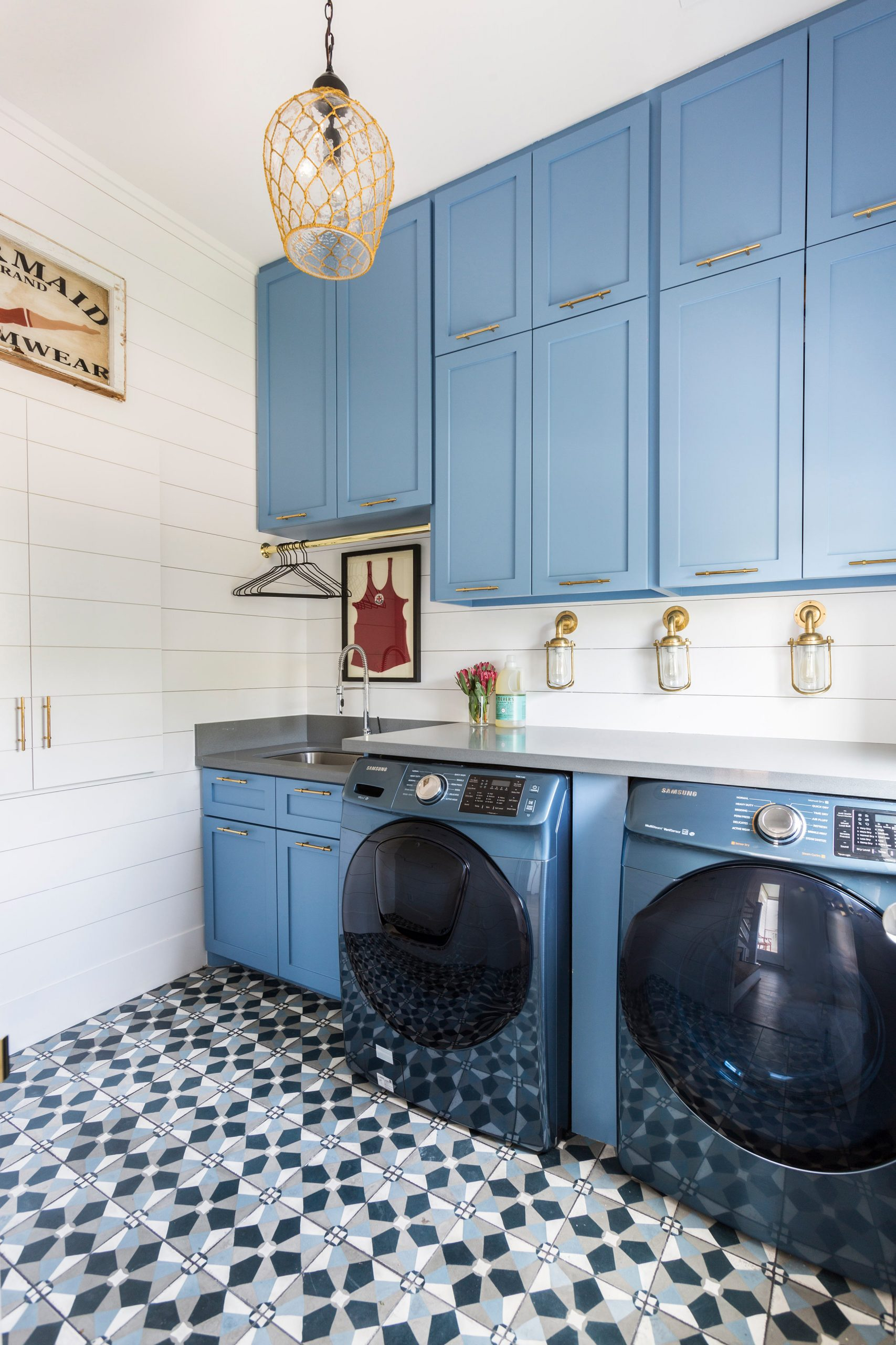 tiled laundry room with blue cabinets - Creative Tonic